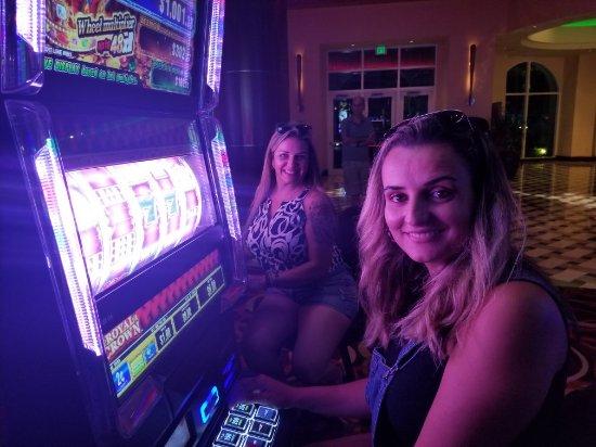 Как играть на деньги в gmslots.casino?